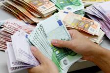 Banka müdürü zenginlerin hesabındaki parayı fakirlere aktardı