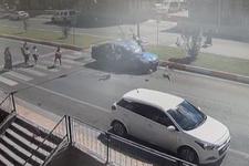 Anta'ya'da korkunç kaza! Otomobil yayaların arasına daldı