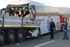 Kastamonu'da yolcu otobüsü tıra çarptı ölü ve yaralılar var