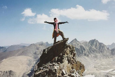 Zirveye çıkan ilk Afgan kadın En büyük dağa tırmandı