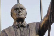İzmir'de Atatürk heykeli tartışması!