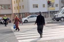 Bolu'da kırmızı ışıkta geçen 11 yayaya para cezası