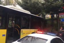 Beşiktaş'ta kontrolden çıkan otobüsünün kayma anı kamerada