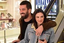Arda Turan ve Aslıhan Doğan film izledi