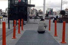 Taşı toprağı altın diye geldiği İstanbul'da sefaleti yaşıyor