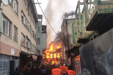 Bursa'da ahşap ev alevlere teslim oldu...