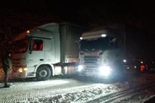 Konya'da kar engeli: Araç geçişi durduruldu