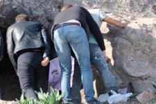 Kaya mezarda suçüstü yakalandı savunması şaşırttı