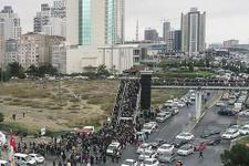 İstanbul Kitap Fuarı'nda hafta sonu yoğunluğu üst geçitler kilitlendi