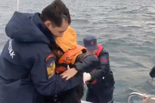 Sahil Güvenlik mahsur kalan 40 kaçak için operasyon