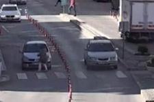 Korku dolu anlar! Yaya geçidinden geçen kadına araç çarptı