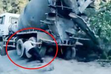 Devrilmek üzere olan beton mikserini çekerek kurtaran adam