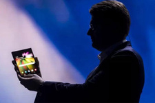 Samsung'un katlanabilen telefonu Galaxy Flex'in fiyatı ne olacak?