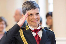 Bir kadın Genelkurmay Başkanı oldu hem de NATO ülkesinde