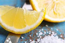 Limon dilimleriyle uyumanın inanılmaz faydaları