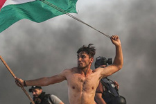 İsrail sembol fotoğraftaki Filistinli genci vurdu