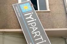 Gemlik'te İYİ Parti'nin tabelaları indirildi