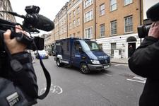 İngiltere Başbakanı Theresa May'in konvoyuna araç daldı