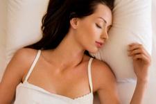 Uyku esnasında yüzü kırışanlar için inanılmaz çözüm