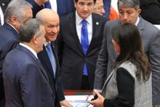 Meclis'te sıcak temas MHP lideri Bahçeli ile HDP'li Buldan...