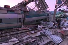 Ankara'da hızlı tren üst geçide çarptı 2 vagon devrildi! Çok sayıda yaralı var