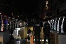 Osmanbey metro durağında bir kişi raylara atladı