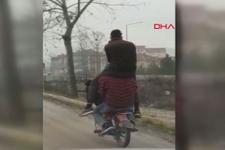 Plakasız motosiklet üzerinde tehlikeli oyun kameralarda