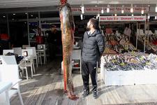 Görenleri hayrete düşüren dev balık! 2 metre 30 santim...