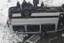 Trabzon'da minibüs devrildi! Çok sayıda yaralı var