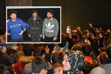 Ünlü Youtuber ekibi Kafalar'ı görmek için birbirlerini ezdiler