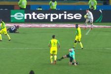 Futbolcuya tekme atan hakeme 3 ay ceza!