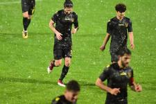Adana Demirspor İstanbulspor maçına yağış engeli