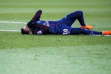 Neymar sahadan sedyeyle ayrıldı gözyaşlarını tutamadı