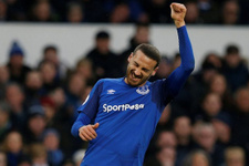 Arsenal Cenk Tosun'lu Everton'ı rahat geçti
