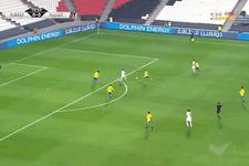 Arap futbolcu kendi kalesine attığı golün ardından kahroldu