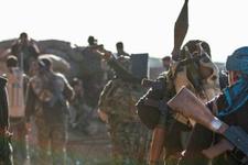 YPG'li terörist duvarlara İbranice yazı yazdı