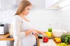 Hamileyken yanlış besin seçimi bebeğe zarar verir