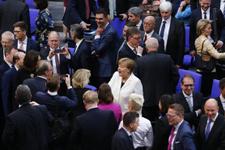 Angela Merkel'in 89 yaşındaki annesine bakın!