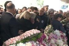 Mina Başaran'ın babası Hüseyin Başaran cenazede yıkıldı