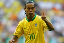Ronaldinho derbinin skorunu verdi