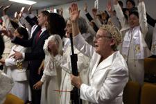 Kilisedeki otomatik silahlı ayin ABD'yi karıştırdı