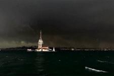 İstanbul'da hava karardı! Yağmur bastırdı saatlik tahmine bakın