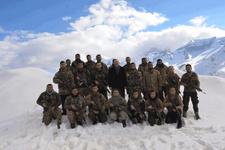 Bakan Soylu, Yüksekova'da askeri üs bölgelerini ziyaret etti