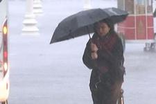 İstanbul'da sağanak yağış başladı meteorolojiden peş peşe uyarı!