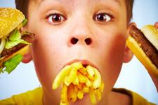 Çocuklarınızı işlenmiş hazır gıdalardan uzak tutun!