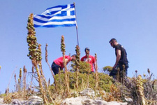 Ege'de yeni kriz! Başbakan açıkladı: O bayrak indirildi