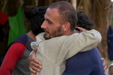 Survivor'da duygusal anlar: Batuhan adaya veda etti!