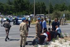 Manisa'da asker taşıyan minibüse TIR çarptı! Çok sayıda...