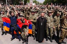 Ermenistan karıştı Sarkisyan istifa etti