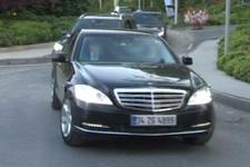 Abdullah Gül, yaptığı görüşmeler sonrası ofisinden ayrıldı